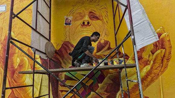 German Crew artist paints on the streets of Pachuca OMAR TORRES/AFP/Getty Images)