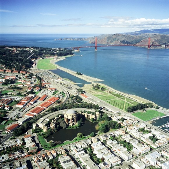 Crissy Field, designed to encompass the restoration and reinterpretation of the historic air field, natural landscape of wetlands, dune fields, and beach along the San Francisco Bay waterfront (San Francisco, California, 2001). Client: Golden Gate National Parks Association. Photo: Robert Campbell